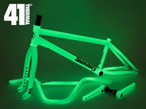 [41-Thermal® 20th] LIMITED EDITION GLOW IN THE DARK KIT [품절]